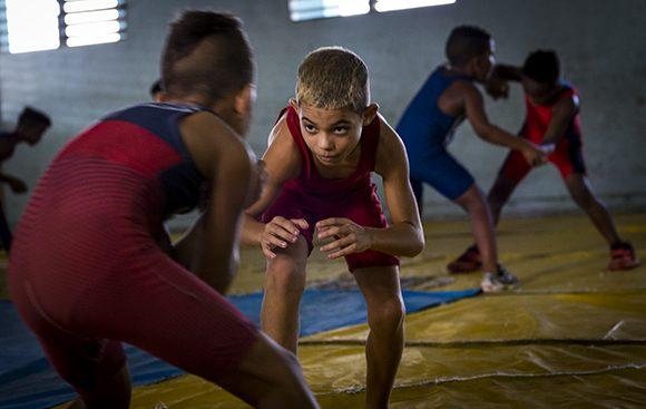 La lucha lleva mucha inteligencia, pero sobre todo ganas de vencer al rival que sea, por más fuerte que sea.