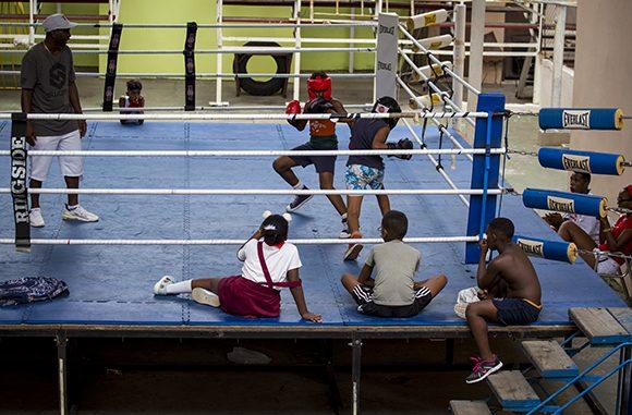 Todos somos boxeo, deporte, Cuba. Protagonistas y público, Niñas y niños. Todos