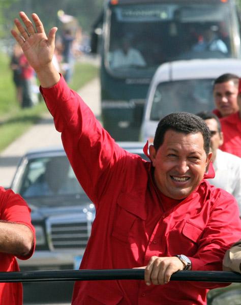 El Presidente de Venezuela , Hugo Chavez, arriba a la provincia de Santa Clara. Foto: Ismael Francisco/ Cubadebate.