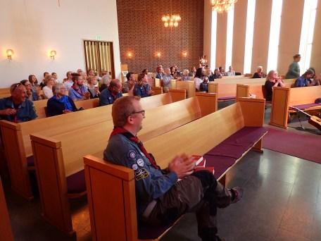 En uppsluppen församling