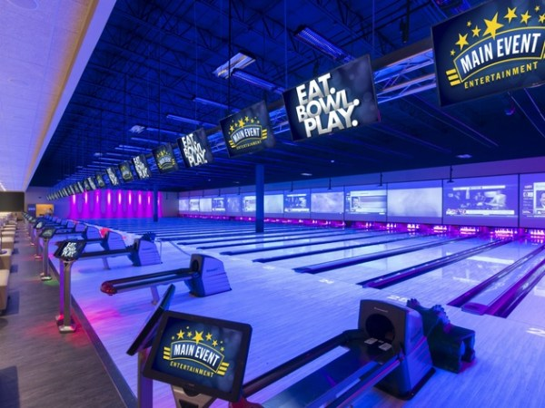 New Pinstack bowling alley takes a strike at Main Event's ...