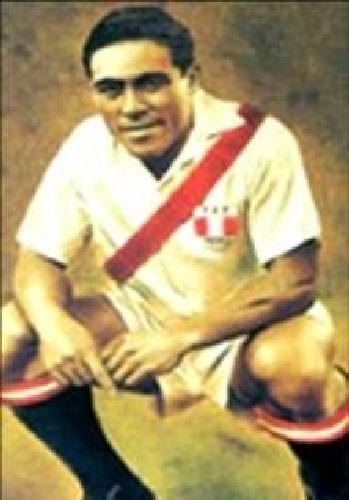 Al igual que en Alianza, el 'Feo' Salinas se enfundó la camiseta de la selección peruana y demostró su olfato goleador en los que encuentros que llegó a disputar (Foto: revista Equipo)