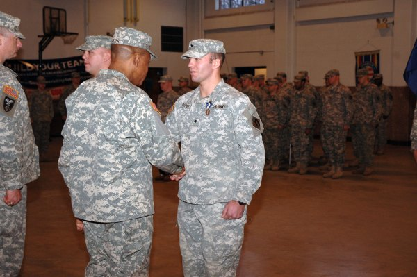Massachusetts Guardsmen hailed as heroes > National Guard ...