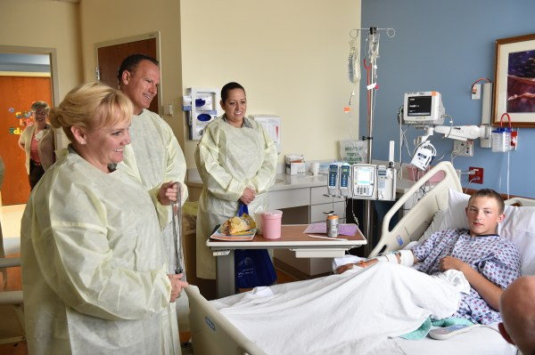 910th Airmen reach out at children's hospital > Youngstown ...