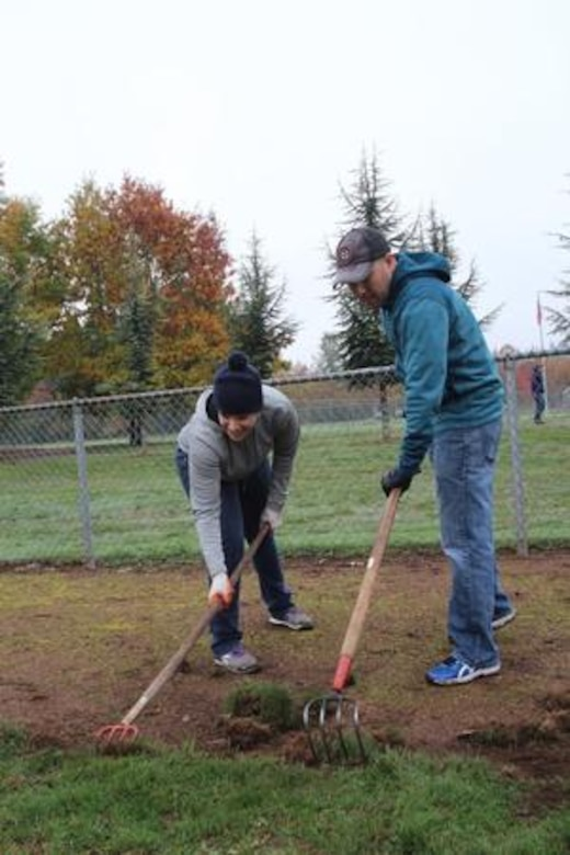 Airmen find way to pay it forward > Team McChord > Display