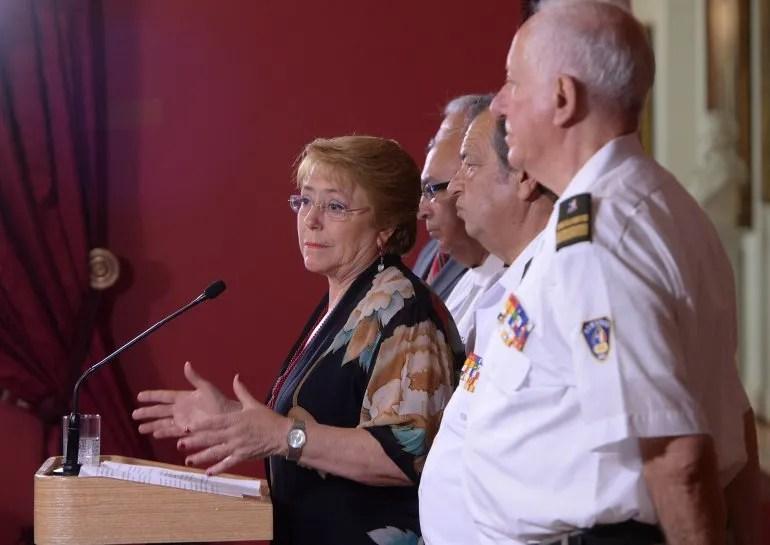 Bachelet reiteró además sus agradecimientos a los bomberos