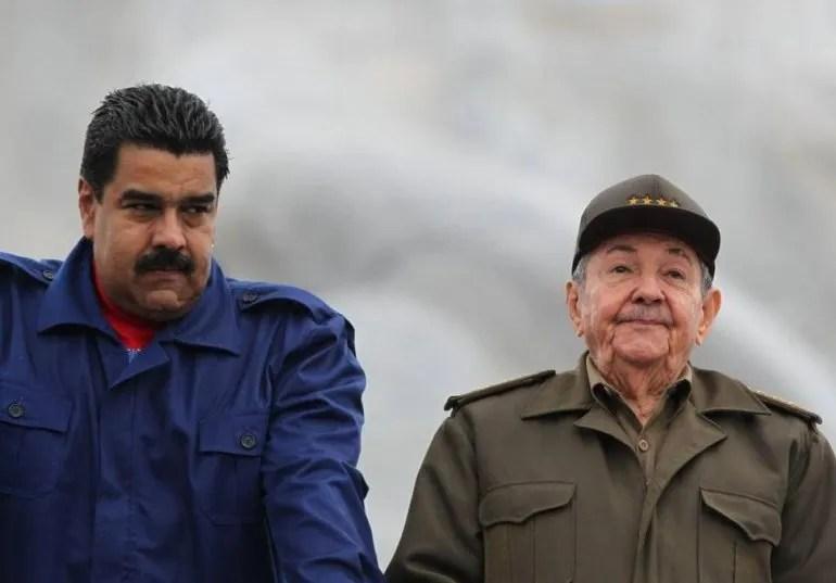 Nicolás Maduro y Raúl Castro el 01MAY15 en La Habana.