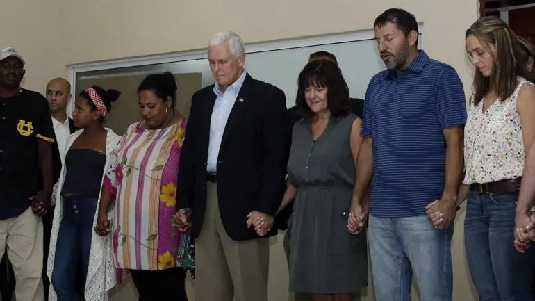 El encuentro comenzó con una oración a la que también acudió la esposa del vicepresidente estadounidense