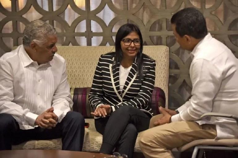 Delsy Rodríguez y el canciller dominicano Miguel Vargas (izq) reunidos el 19JUN17 en Cancún