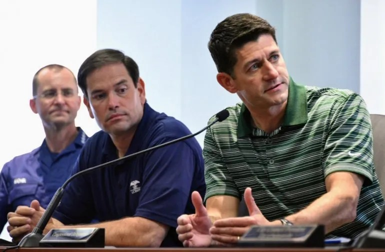 El senador Marco Rubio (izq.) acompañó este miércoles al presidente de la Cámara de Representantes de EEUU