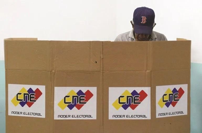 El análisis de los escenarios de participación del chavismo sugieren que la participación no sobrepasará 55%.
