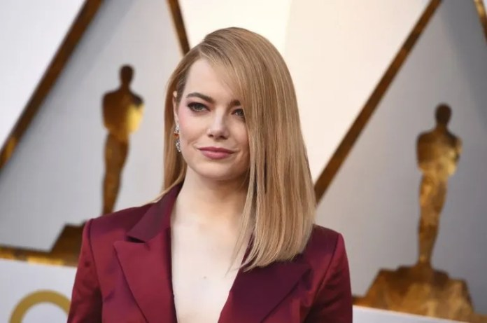 Emma Stone llega a los Oscars 2018.