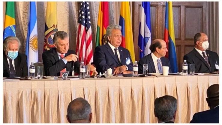 Presidente de Ecuador acusa a Maduro de meter sus violentas manos en crisis de Colombia