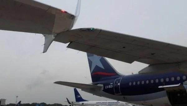 Un avión de Aerolíneas y LAN se rozaron en Aeroparque
