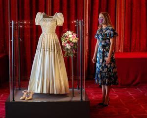 Princess Beatrice in front of the bride dress fashioned dress her grandmother.