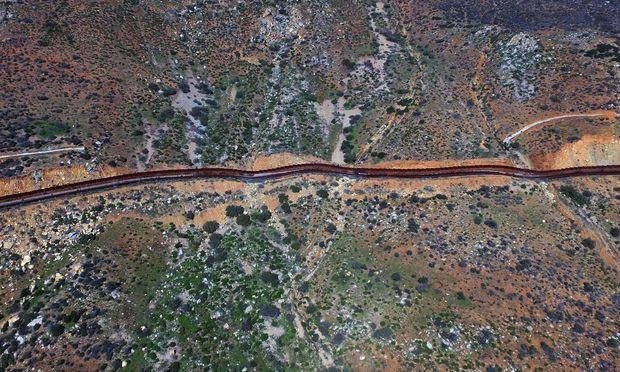 Der Grenzwall zu Mexiko soll jetzt nicht mehr nur illegale Einwanderer abhalten, sondern auch Strom für eine Viertelmillion Haushalte erzeugen.