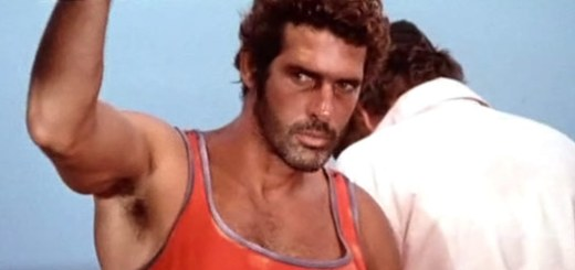Andrés Garcia in Cyclone.