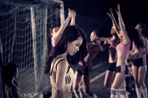 Nữ sinh Hà Nội đọ sức nóng cùng World Cup - Ảnh 10