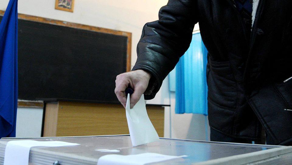 Prezenta la vot, alegeri prezidentiale 2014, ora 16 | Prezenta la vot scazuta, doar 35%