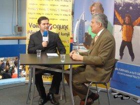 Traian Bădulescu în unul dintre multele interviuri de la târg