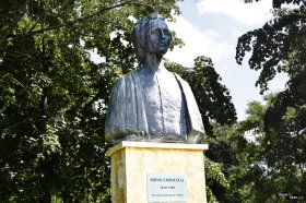 Statuia lui M. Eminescu