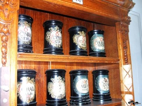 Borcane farmaceutice cu semne alchimice - secolul XVIII