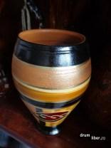 Obiect decorativ din ceramică neagră