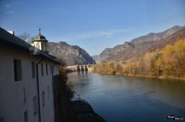 În spatele mănăstirii Cozia