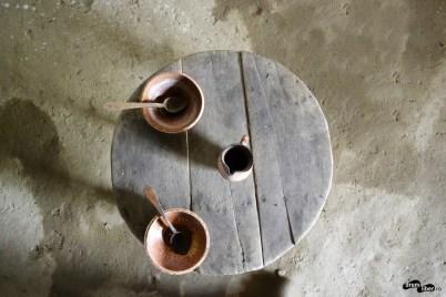 Masa joasă și rotundă gorjeană