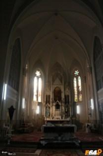 Altarul - Interiorul bisericii romano catolice din Pecica