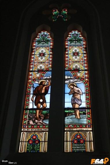 Vitralii - Interiorul bisericii romano catolice din Pecica