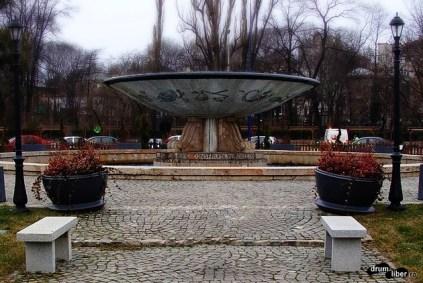 Fântâna Zodiac de la intrarea în Parcul Carol (Piața Libertății)