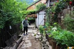 Oamenii primitori din satele din nori