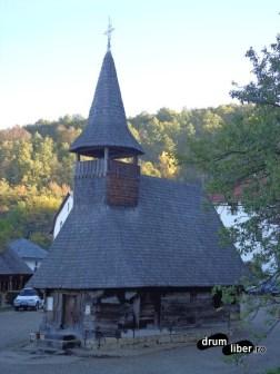 La Nicula, vechea biserică de lemn din Gostila