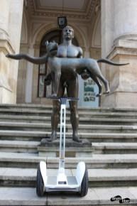 Statui de legendă