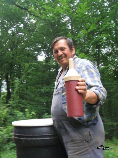 Puiul era hrănit la Rezervația de Zimbri Hateg-Slivuț