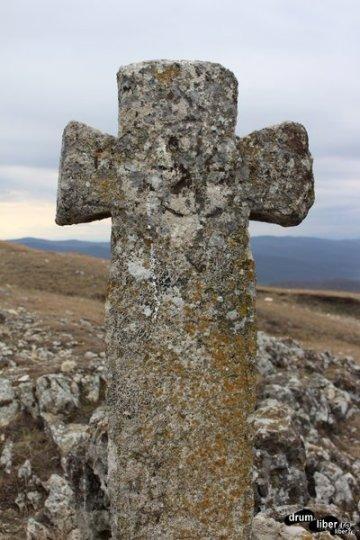 Crucea veche de piatră