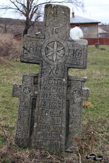Glasul Pietrei, Cimitir vechi din Năeni