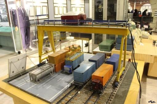 Cândva se transportau și containere pe calea ferată