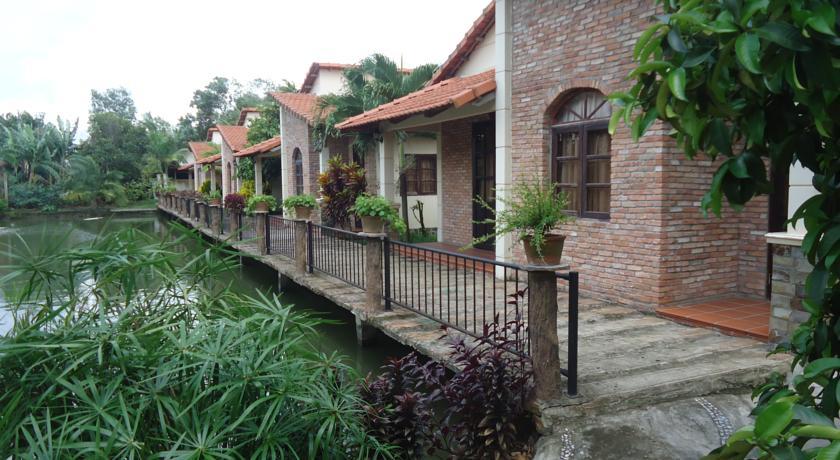 Villa H2O.