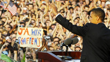 Master crowd pleaser Obama in Germany
