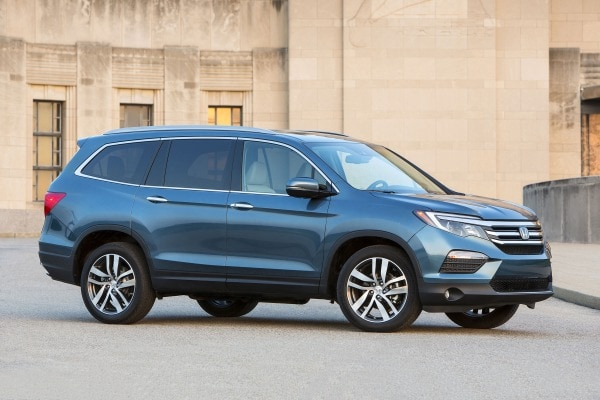 2017 Honda Pilot Elite w/Navigation and Rear Entertainment System 4dr SUV Exterior Shown