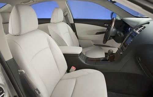 102: The 2009 Lexus ES 350 offers you a plush ride, strong performance and soft interior.