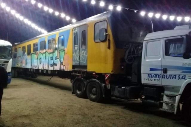 Al menos dos vagones se observaron en los camiones estacionados en la estación de servicios.