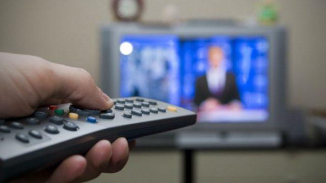 Estudio académico revela que TV chilena es centralista, de poca fuente y uniforme políticamente