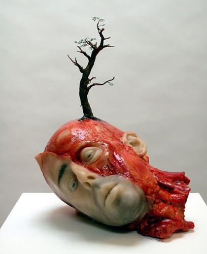 Jedna od skulptura Džona Ajzaksa inspirisanih hororom