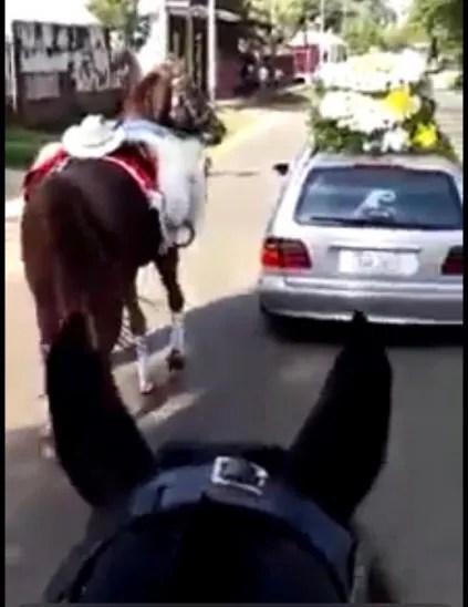 Sepelio de Bernardino Ocampos y su caballo Rambo.