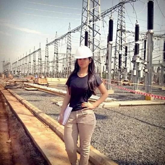 Cada vez hay más mujeres profesionales en electricidad.