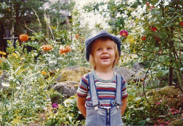 Johannes 5 år gammal i skogsträdgården Farbror Grön