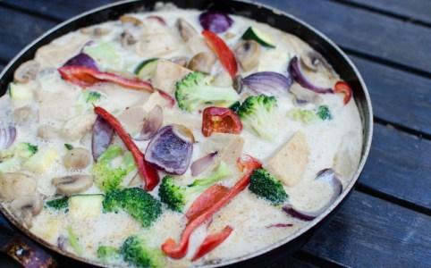 Gryta med grönsaker och Tom kha